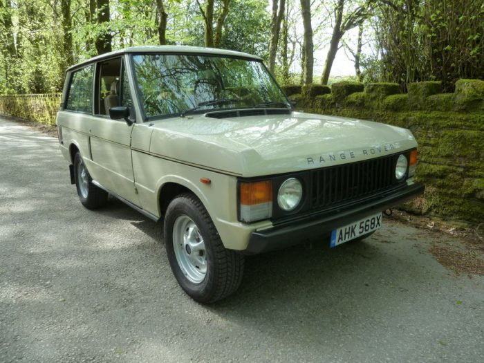 AHK 568X - 1981 Classic Range Rover 2 door - Shetland Beige
