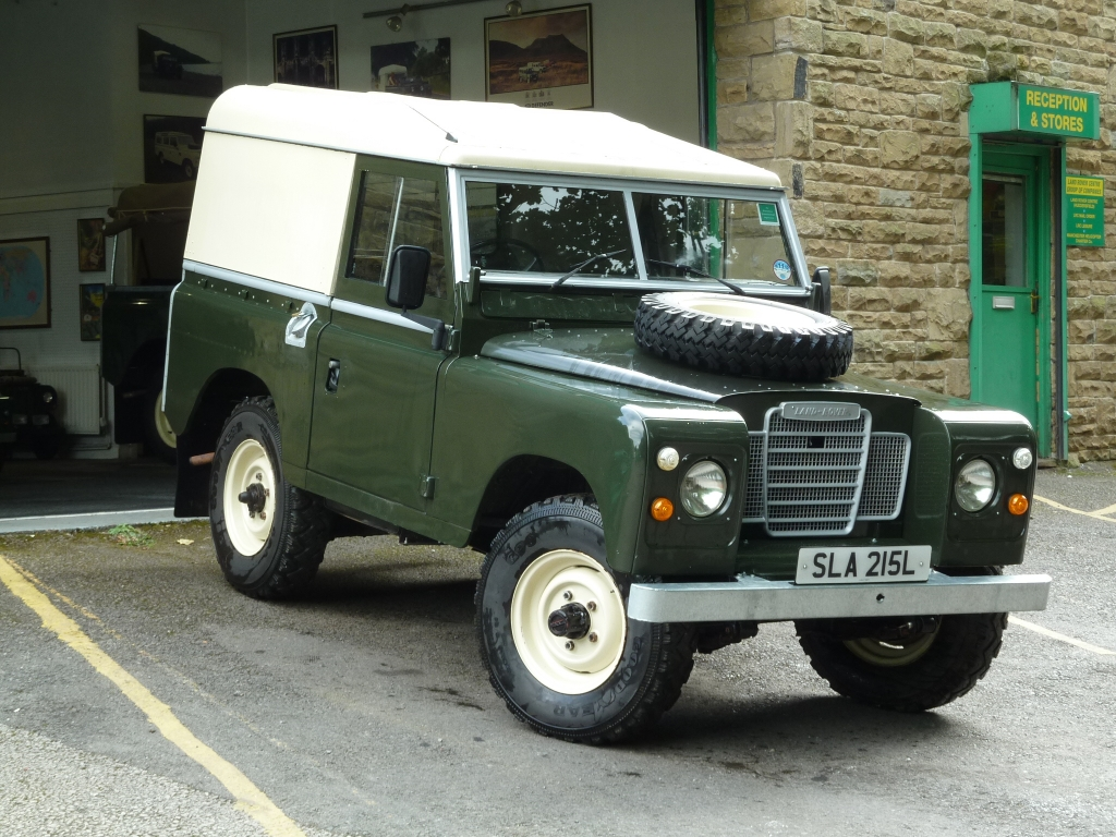 early series iii land rover arrives from the cotswolds. Black Bedroom Furniture Sets. Home Design Ideas