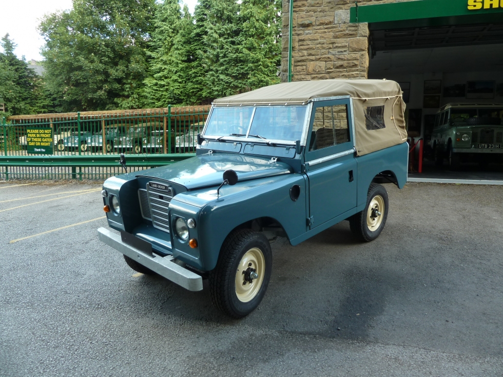 re manufactured 1974 series 3 land rover nearing completion land rover centre land rover. Black Bedroom Furniture Sets. Home Design Ideas