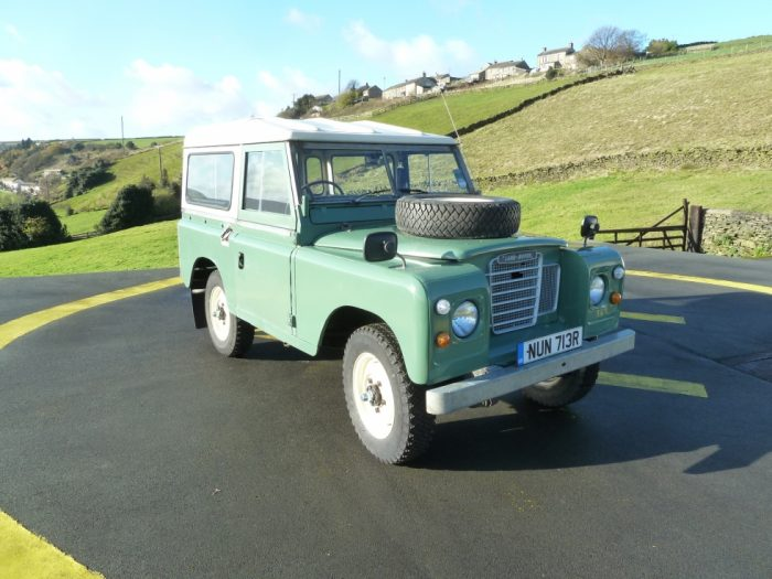 1977 Land Rover Series 3 - 7 seater