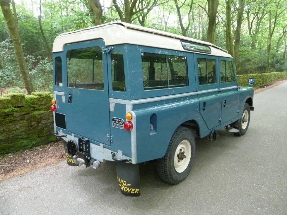 Land Rover Series IIA Station Wagon