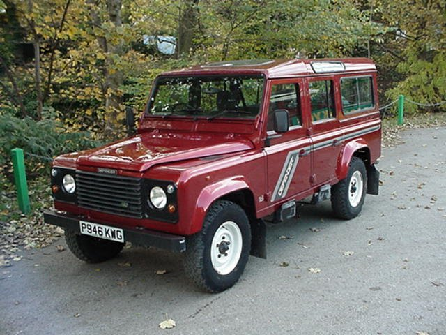 landrover defender 100 12 seater station wagon - county spec