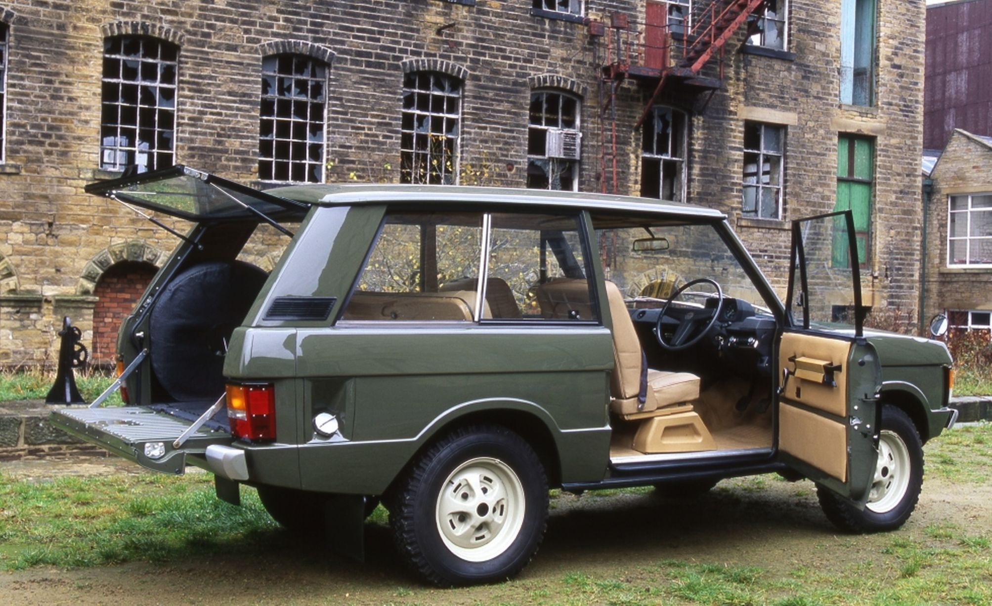 YVB 151H - Range Rover Chassis No 1 - Land Rover Centre