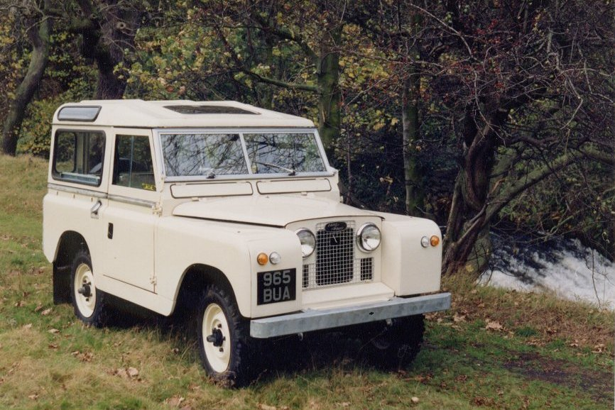 Land Rover series II station wagon - limestone